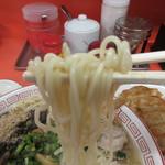 みんずラーメン - 麺は中細麺、ピンボケしちゃいました…(笑)
