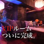 個室×肉×鉄板料理専門店 Enfin - 【2F】完全個室の特等席! ふかふかソファにシャンデリア。