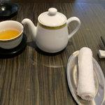 7654317 - ポットに入ったお茶が出ます。