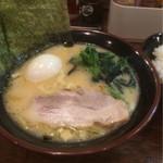 ラーメン 鶴見家 - 半ラーメン(醤油)500円 ライス50円