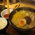 石焼らーめん 火山 - 完熟みそらーめん(麺少なめ)900円、麺少なめサービスのコーン