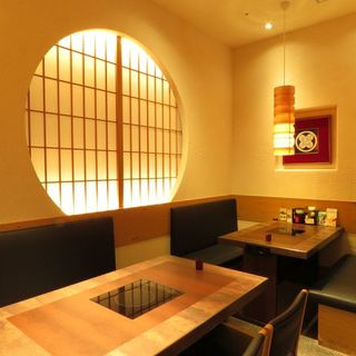 ゆったり寛げる落ち着いた店内◆完全個室もございます