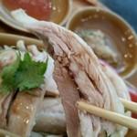 Hainanchifan - 蒸し鶏、リフトアップ。