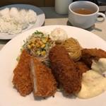 洋食屋さん - カキフライミックス 1090円。