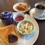 コナ カフェ - ブレンドコーヒー400円と通常のモーニング