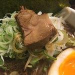 麺舗 十六 - 肉は小さいが柔らか〜い