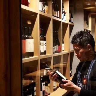 常時グラスワイン白、赤、各種5〜6種以上ご用意しております。