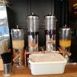 Malkovich - ドリンクバー 他に、ホットコーヒーや紅茶も有り。