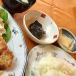 76564549 - 小鉢・味噌汁・漬物・ライス