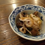 企久太 - 料理写真:お通し(しめじ、三つ葉、薄揚げ)お浸し
