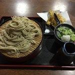 満留賀 - 料理写真:ただの大もりなのにサービスで野菜天!