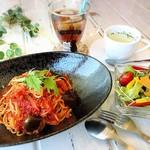 マーブルカフェ - 料理写真:手作りトマトソースパスタ ¥900 サラダ+スープ+バケット+ドリンク付き
