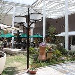 7657500 - お庭がキレイなところにお店はあります。