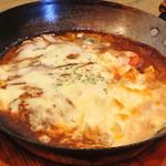 洋食のまなべ - 料理写真:チーズをのせた煮込みハンバーグ
