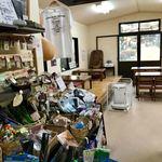 大日茶屋 - 様々な商品が並ぶ店内