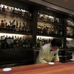 バー リドリー - オーナーバーテンダーは、博多の実力人気店『Bar Oscar(バー・オスカー)』で 長年研鑽を積まれた森山照彦氏です。