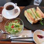 キッチン きく茶 - 厚焼きたまごサンドイッチプレート700円。 サラダ・ヨーグルト・コーヒーor紅茶付きです。