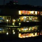 76574801 - レストラン花の木(2階)がある『ボートハウス』です。 水上レストランみたいにキレイです。