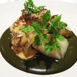 レストラン 花の木 - 温かい前菜。 アワビ・肝のソース・アミガサタケ。