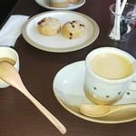 76576871 - ランチセットの珈琲とそば茶スコーン