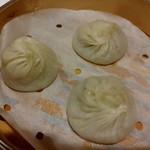中国菜 老饕 - 日南豚と国産干し剣先イカのコリコリ食感の焼売です♪