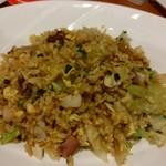 中国菜 老饕 - 広東チャーシューと鶏肉、海老、レタスの炒飯です♪