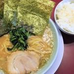 松田家 - 料理写真:豚骨醤油+半ライス