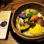 76581442 - 季節野菜のセイロ蒸し ¥750