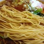 76585959 - 麺は極細ストレートだがハリがあり、ダレ難くパツンと歯切れ良い食感の卵麺