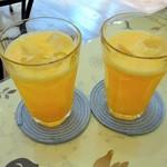 カフェ ピーチェ - オレンジジュースは美味