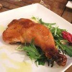 ブルーガーデン - 骨付き地鶏のスモークチキン レモン添え