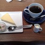 コーヒーハウス ソル  - チーズケーキをセットで。