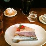 DECO - 紫芋のタルトとシュークリーム