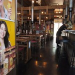 海王 - 港の見渡せる店内はベイサイドという立地柄もあって日本語のみならず外国からの観光客も対応できるようになってました。