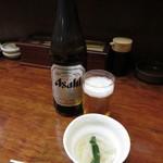 大衆割烹 あら川 - 瓶ビール(650円)とお通し