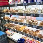 ミスズベーカリー - 内観(惣菜パン部門)