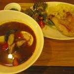 サンシン - スープカレーとチキンコンフィ(950円)