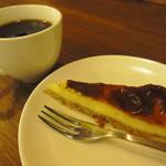 サンシン - オープンキャンペーンでサービスのチーズケーキとコーヒー