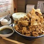 肉盛麺工房 ニク助 - 肉盛麺1kg/ライス特盛/カレー/生卵
