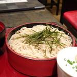 華元 - *お蕎麦は「温・冷」を選べますので「ざるそば」を。 こちらの蕎麦は他店に比べ「白い」のが特徴だそう。 食感も滑らかですし、鰹だしの効いた「ツユ」も好み。