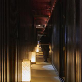 日本遺産忍びの里をテーマとした純和風の店内
