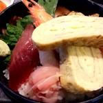 京寿し - ちらし御膳 厚焼き卵が分厚くて感激(*'▽'*) 魚類も美味しく頂きました。(ΦωΦ)