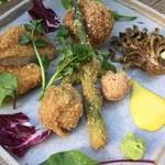 森の中のお肉レストラン アースガーデン - ロースカツ&メンチカツと野菜の盛り合わせ