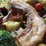 森の中のお肉レストラン アースガーデン - 幸せ一杯!満福サラダボウル