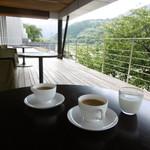 Ribaritoritogaraku - 朝のテラス席