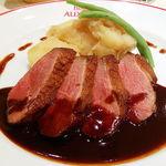 76616918 - カナダ産 マグレ鴨ムネ肉のロースト