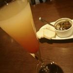 Bar espana carne - オシャレにシャンパンカクテル(笑)