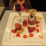 76618889 - 国産苺とベリーのプレートデザート