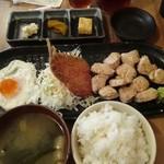 まる - 大山鶏むね肉のひとくちレアステーキ定食 680円
