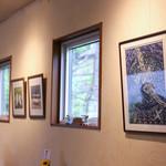 おうちごはん 野の - 版画家こだまさんの作品を展示。全て中神治夫一人語り芝居の演目のものです。